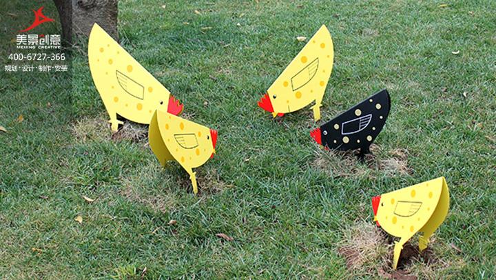 云南晨农农博园创意小品《小鸡的乐趣》-动物雕塑