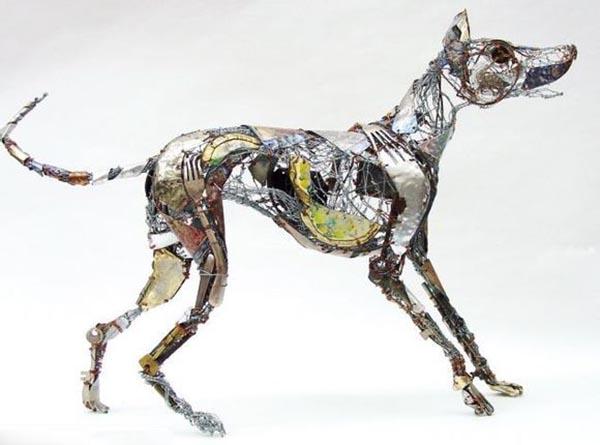 英国艺术家用垃圾桶制作动物雕塑赏析