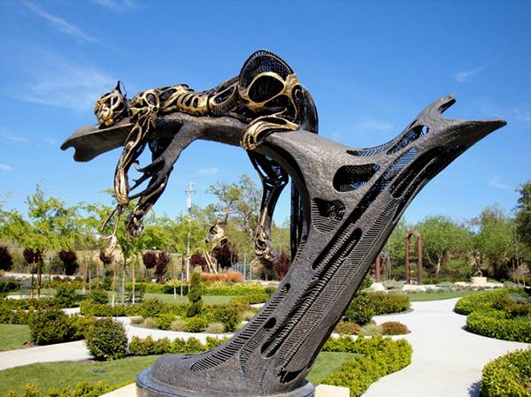 金属野生动物雕塑了