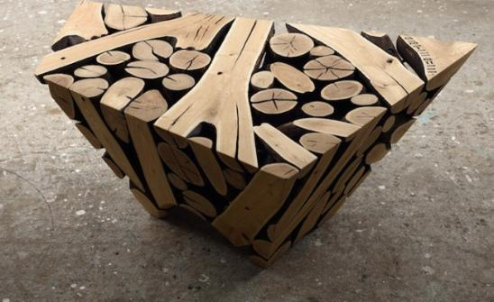 使用废弃树干和树枝创造的优雅雕塑